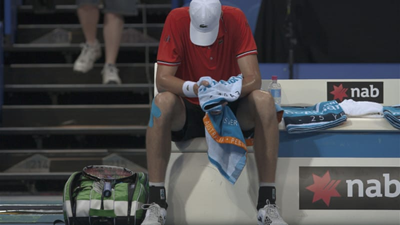 Spain and USA were each 2-0 in round-robin play heading into Thursday's match but Spain were awarded a walkover after Isner's injury [EPA]