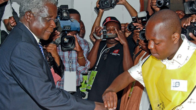 A Renamo spokesman said the government wanted to kill its leader, Afonso Dhlakama, pictured left [EPA]