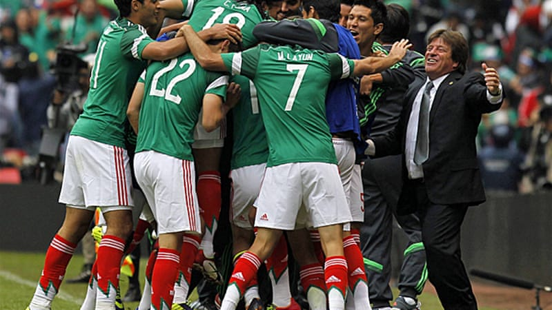 Mexico's coach Miguel Herrera celebrates a goal with his players during match with New Zealand [Reuters]