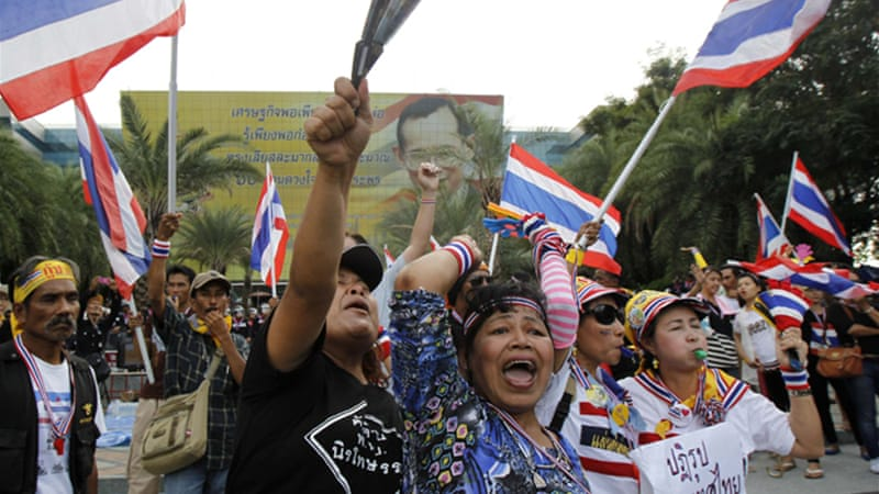 Anti-government protesters shout slogans as they gathers outside the Constitutional Court in Bangkok [Reuters]