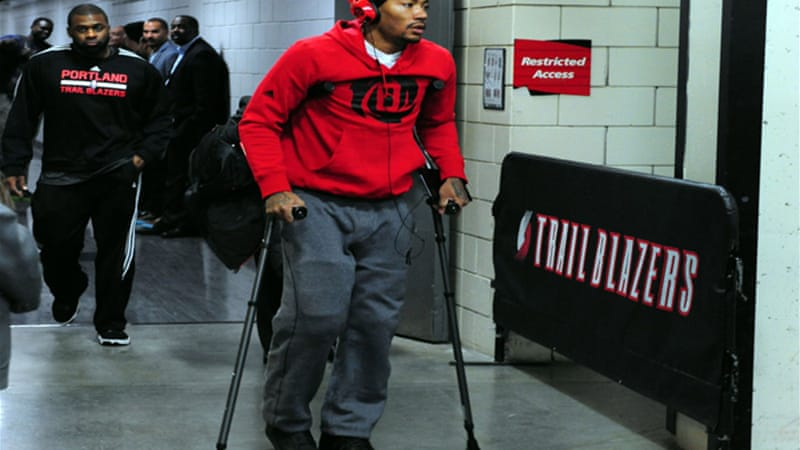Injured Chicago Bulls point guard Derrick Rose walks out of the Moda Centre on crutches [Reuters]