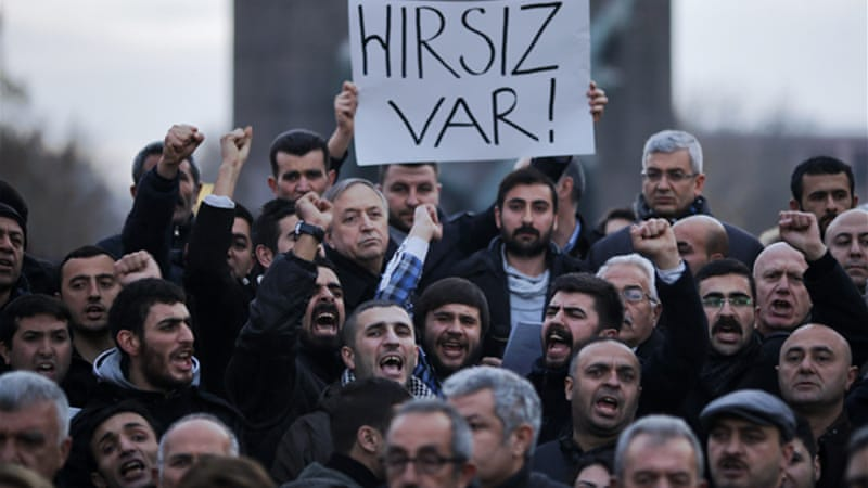 Anti-corruption protesters in Ankara chanted 'May the thieves' hands be broken' [Reuters]
