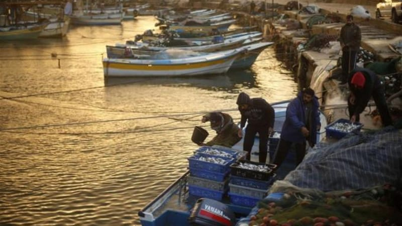 Gaza fishermen hemmed in after rocket attack