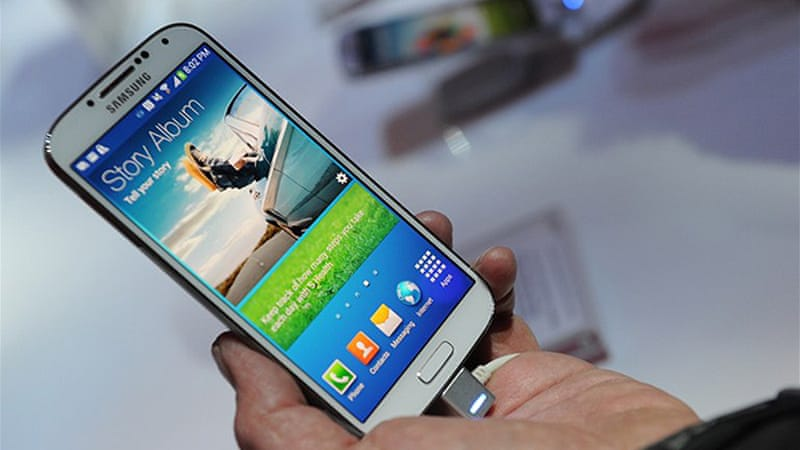 The success or failure of Samsung's latest feature-rich smartphone will be pivotal in its battle against Apple [AFP]