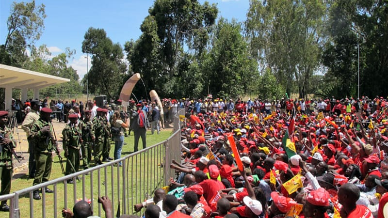 TNA supporters wait in the sun for President-elect Uhuru Kenyatta to arrive [James Brownsell/Al Jazeera]
