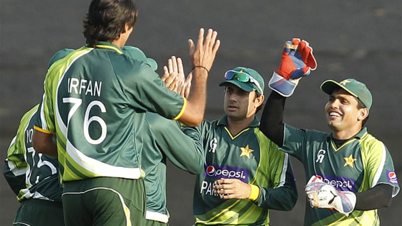 Seven foot Pakistan star Mohammad Irfan, left, is a 'special talent' according to the former Pakistan fast bowler and captain [Reuters]