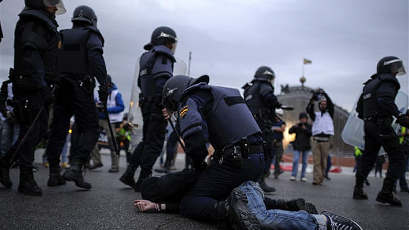Police detained protesters in Madrid after hundreds gathered to call for the government to quit [AFP]