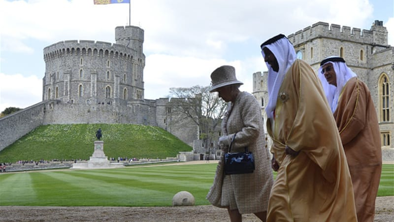 Sheikh Khalifa bin Zayed al-Nahayan, UAE head of state, is hosted by Queen Elizabeth II at Windsor Castle [Reuters]
