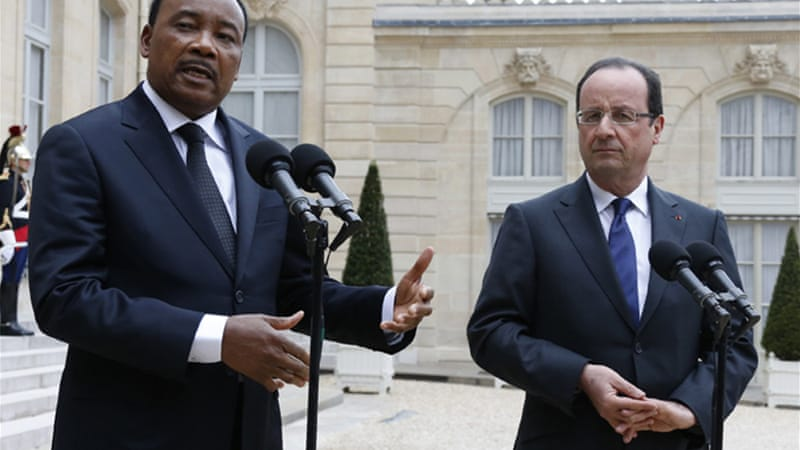 French President Francois Hollande and Niger President Mahamadou Issoufou pushed for July elections [Reuters]