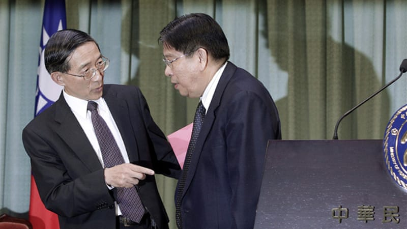 Antonio Basilio, right, the Philippines' representative to Taipei, with Taiwan foreign minister David Lin [Reuters]