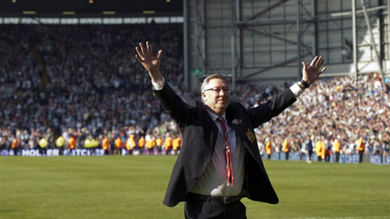 After the last game of his 27 year-reign Alex Ferguson waved goodbye to the visiting United fans at the Hawthornes as a 5-5 draw denied the Scot a farewell victory [AFP]