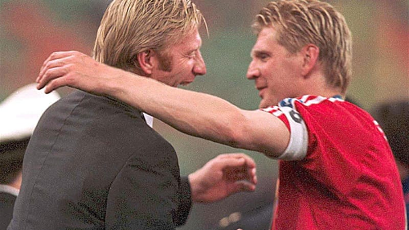 Becker celebrates with Stefan Effenberg after Bayern's last European victory in 2001 [GALLO/GETTY]