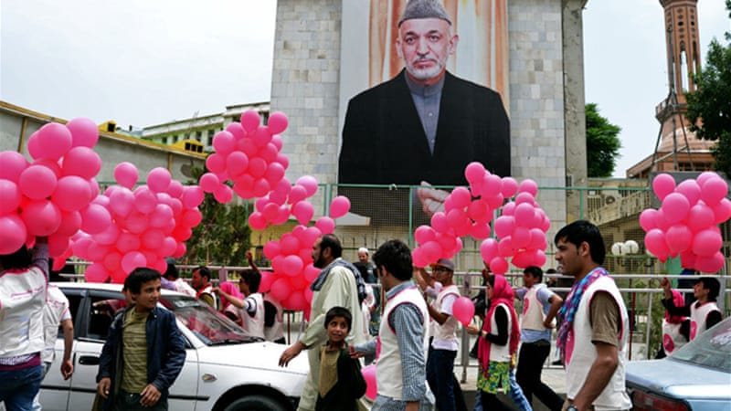 'We Believe In Balloons' distributed neon-pink 'peace' balloons to surprised workers, families and shoppers  [AFP]