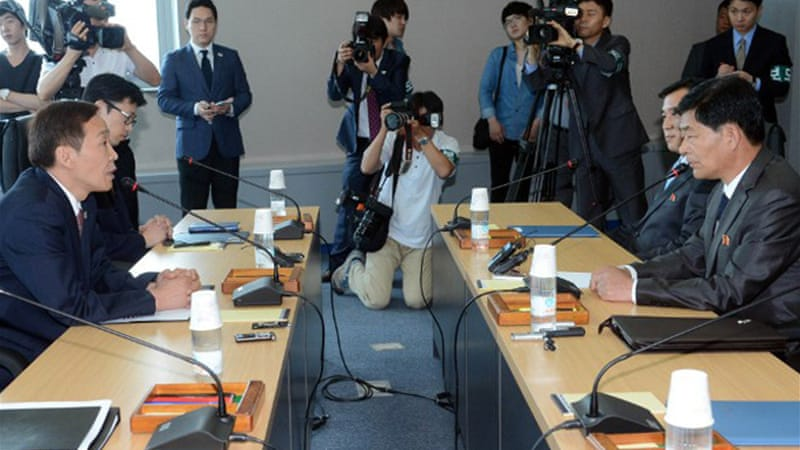 Talks between Seoul's Kim and his Pyongyang's Pak on reopening Kaesong got off to a tense start [AFP]