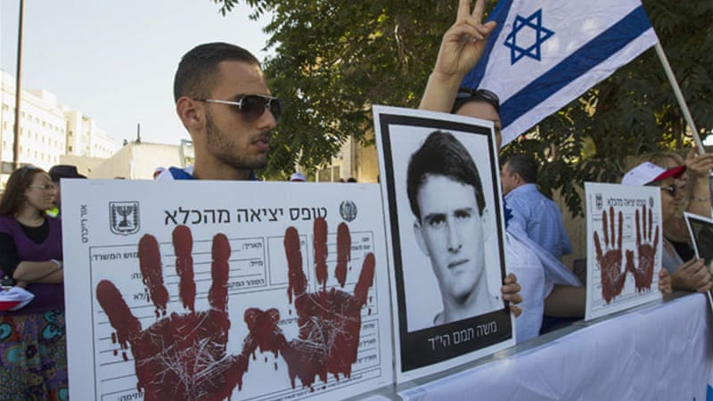 Right-wing groups have protested against the release of Palestinian prisoners as a step to renew peace talks [Reuters]