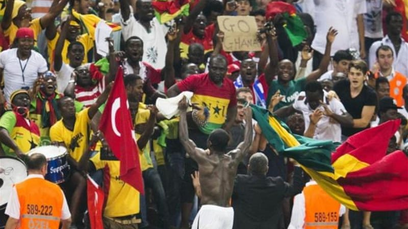 Ghanaian fans welcome back heroes Essien and Boateng ahead of Africa's final World Cup playoffs [AP]