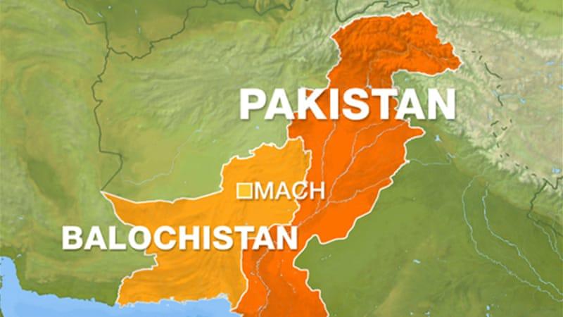 Bombs hit train in Pakistan, 4 killed