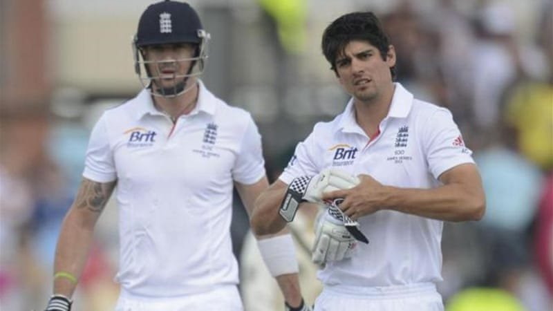 Pietersen (L) had recently urged Cook to step down as England's captain [Reuters]