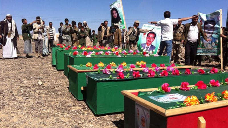 Mourners bury 12 victims of car bombs aimed at Houthi-manned checkpoint [Nasser al-Sanie/Al Jazeera]
