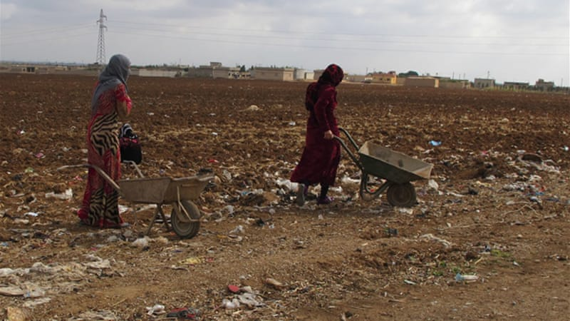 Local residents have been using wheelbarrows to dump their garbage in the district [Karlos Zurutuza/Al Jazeera]
