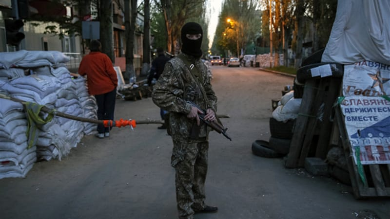 Russia said it would take all possible steps to free the observers held in the Ukrainian town of Slovyansk [Reuters]