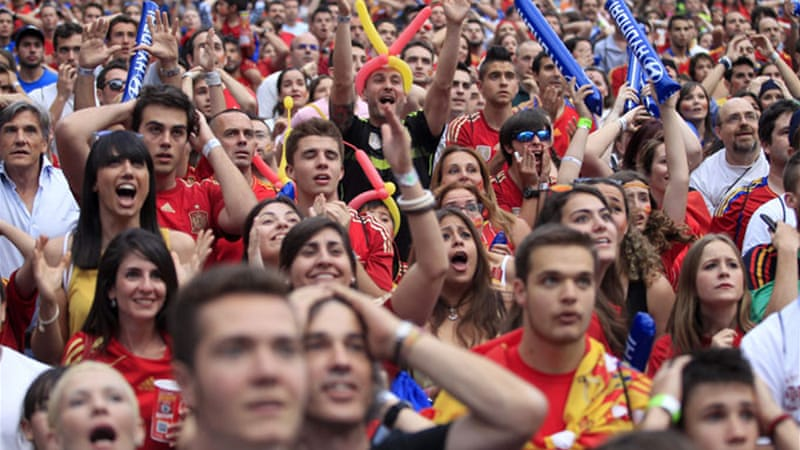 Spanish supporters saw their team lose against Chile at Maracana stadium in Rio de Janeiro with 2-0 [EPA]