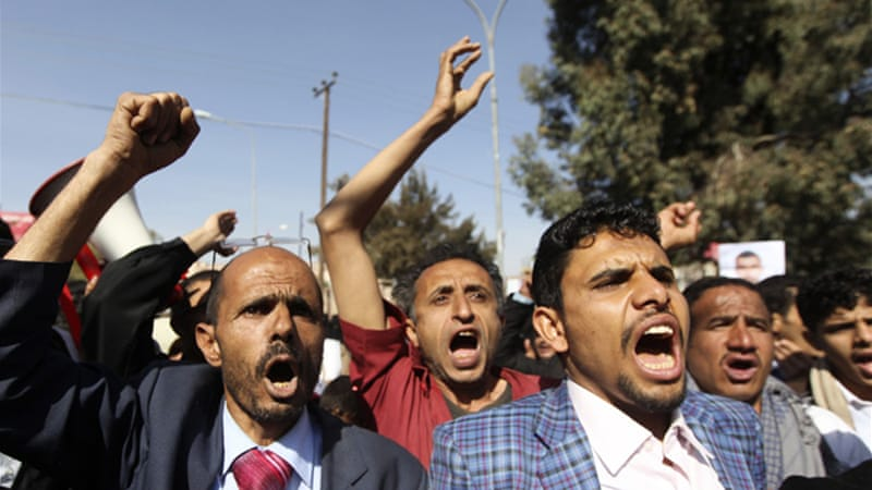 Demonstrators accused Yemeni President Abd-Rabbu Mansour Hadi of leaving the country vulnerable [Reuters]