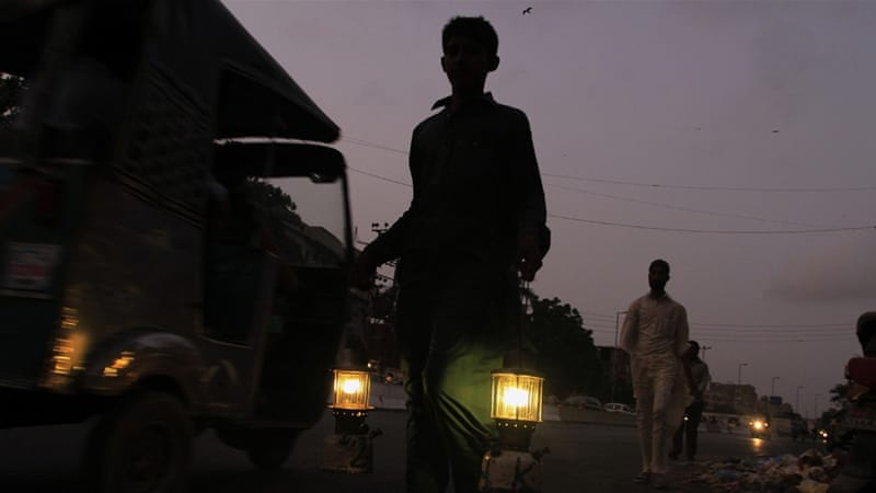 Power breakdown plunges Pakistan into darkness thumbnail