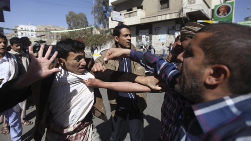 Protesters have denounced the Houthis after President Hadi resigned [Reuters]