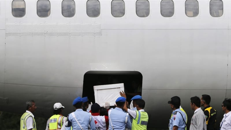 Indonesia halts search for AirAsia crash victims