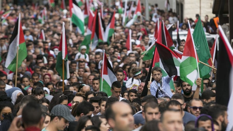 Israeli Arabs take part in a pro-Palestinian rally in the northern Israeli town of Sakhnin [REUTERS]