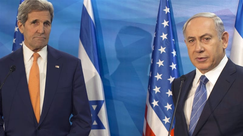 Israeli prime minister Benjamin Netanyahu, right, and US secretary of state John Kerry brief the media before their meeting in Jerusalem on November 2015 [Atef Safadi/Reuters]