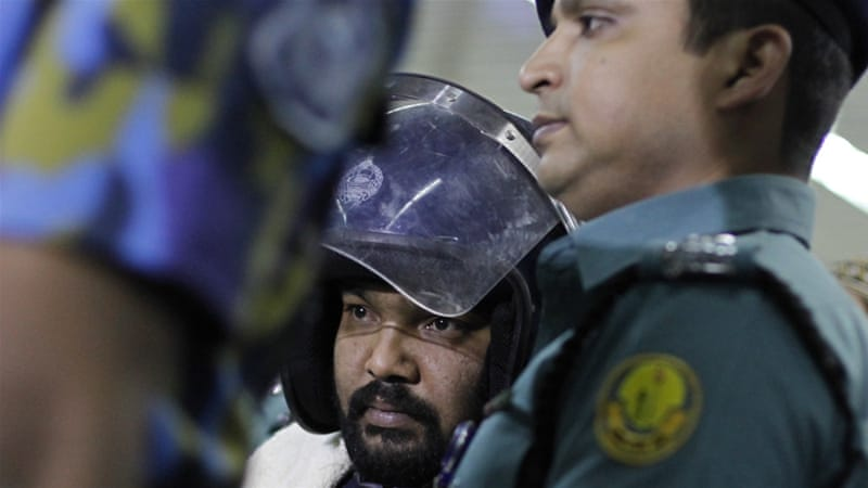 Kamrul Islam, centre, is escorted out of Dhaka airport following his extradition from Saudi Arabia [Mahmud Hossain Opu/Al Jazeera]