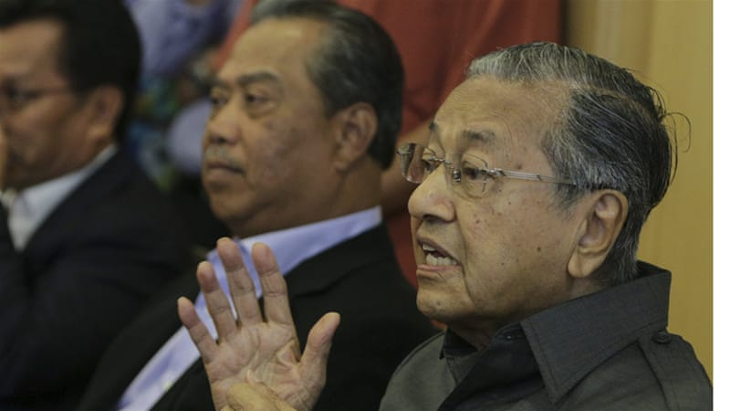 Former Malaysian Prime Minister Mahathir Mohamad (right) blames Western policies in the Middle East for the rise of ISIL [EPA]