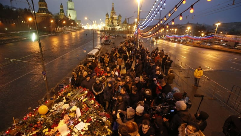Supporters pay tribute to slain Russian opposition leader [AP]