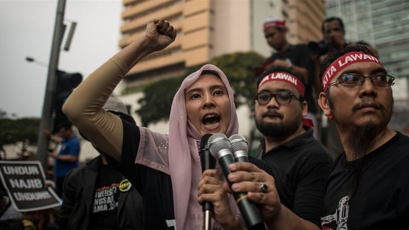 Nurul Izzah Anwar (L), a member of parliament, was arrested on Monday at a police station in Kuala Lumpur [Getty]