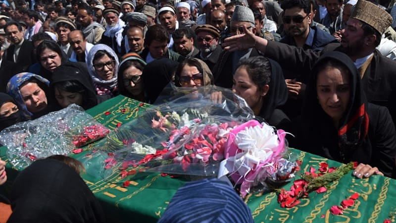 Afghan activist women carry the coffin of Farkhunda, who was lynched by an angry mob in central Kabul [AFP]