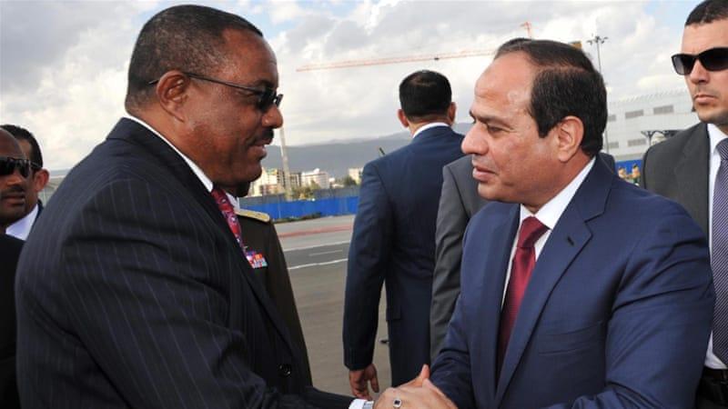 Egyptian President Abdel Fattah el-Sisi bids farewell to Ethiopian Prime Minister Hailemariam Desalegn [EPA]