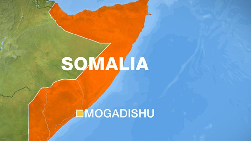 7 killed in auto bomb blast near a mall in Somalia