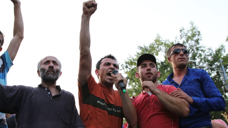 Activists voted in chorus to sustain the sit-in and delivered a unified response to the president's proposal [Adrineh Gregorian/Al Jazeera]