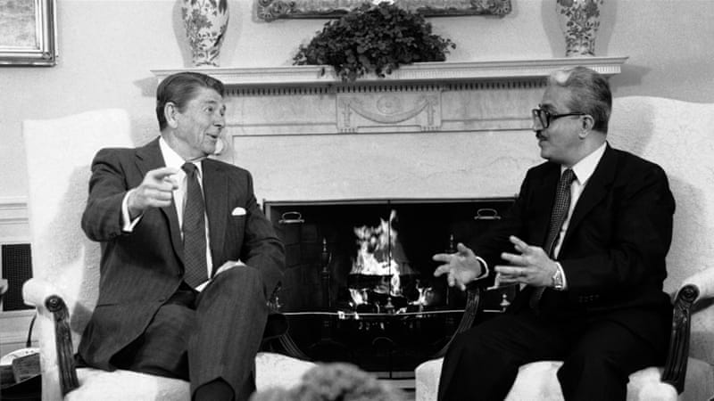 US President Ronald Reagan with Tariq Aziz in 1984 [AP]
