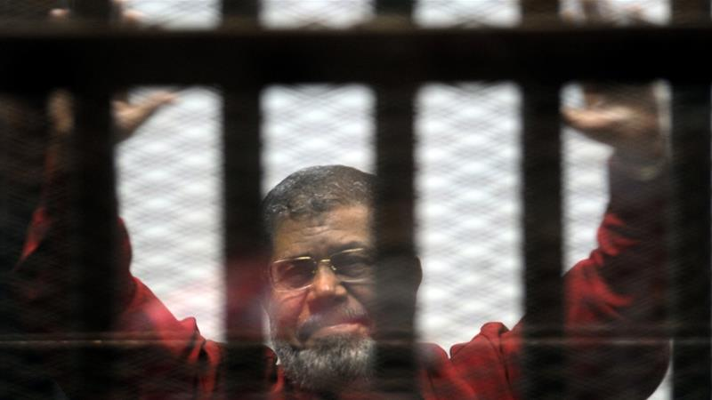 Ousted Egyptian president Mohammed Morsi 'collapses and dies' in court