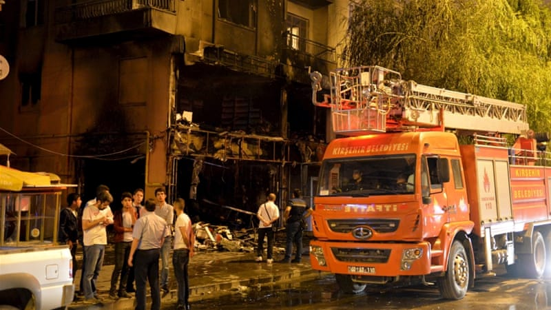Ultranationalist protesters in Kirsehir set fire to a bookstore owned by an HDP official [Reuters]