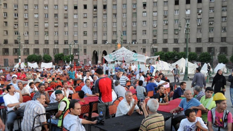Egyptian protesters gather to eat outside the Mogamma in 2013 [AFP]