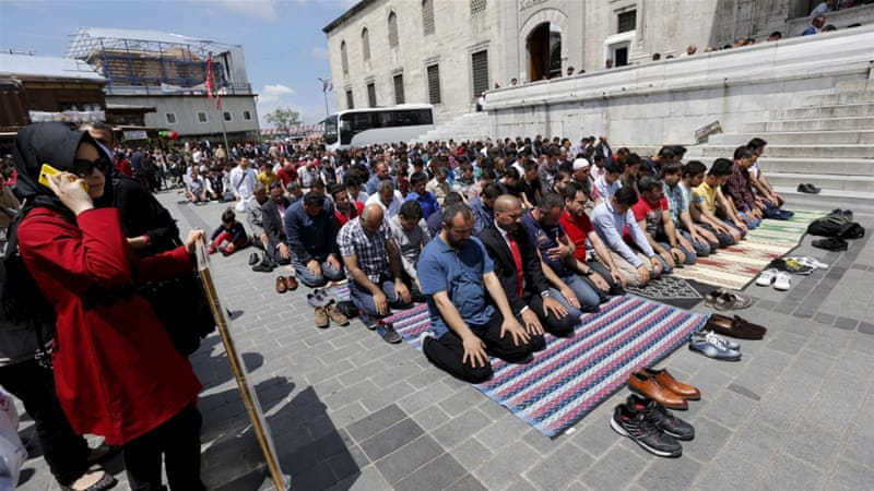 attending a muslim friday prayer as Thousands of palestinians performed friday prayers on thousands of palestinians attend friday prayers inside despite calls from the islamic world to not.