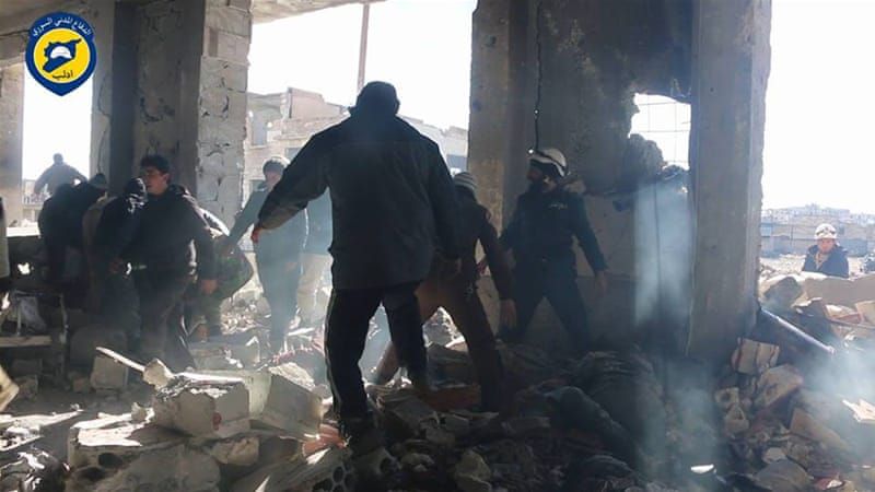 The death toll in the latest Russian air strikes in Idlib province is expected to rise, volunteer rescuers said [Syria Civil Defence]