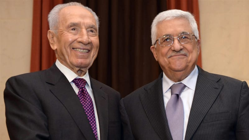 Palestinian President Mahmoud Abbas and Shimon Peres at the World Economic Forum being held in Jordan [EPA]
