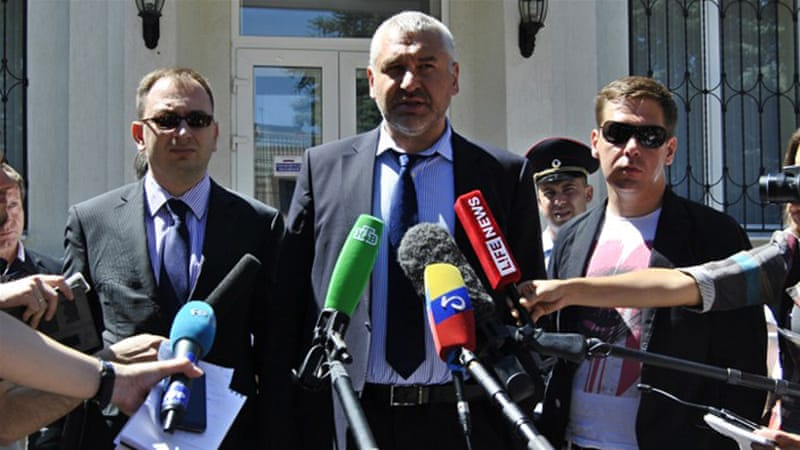 Prominent Russian lawyer Mark Feygin, middle, will reportedly defend Sushchenko in court [AFP]