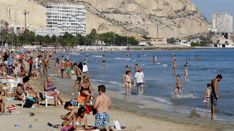 Unseasonably warm weather across the Iberian Peninsula has seen people flocking to the beaches [Manu Bruque/EPA]
