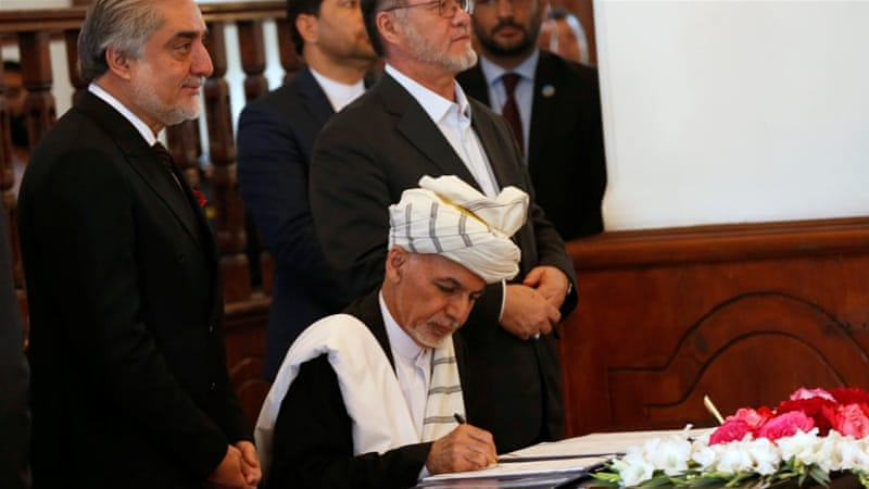 Ashraf Ghani signs a peace agreement with Hezb-i-Islami, led by Gulbuddin Hekmatyar, in Kabul, Afghanistan [REUTERS]